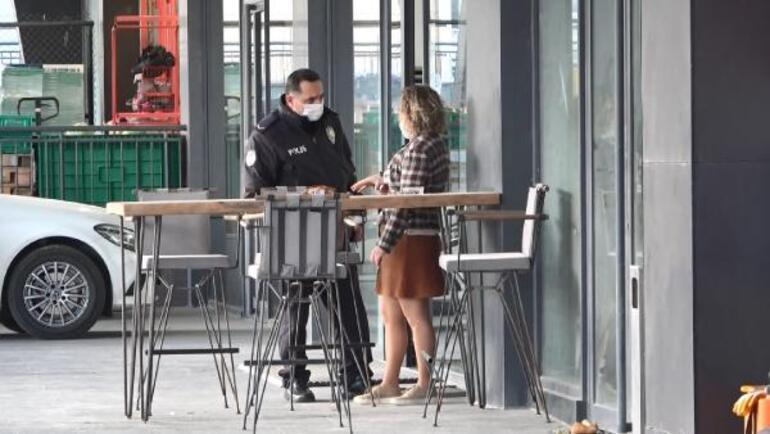 Metrobüsten inen kadına taciz iddiası Cep telefonu ile görüntülemeye çalıştı
